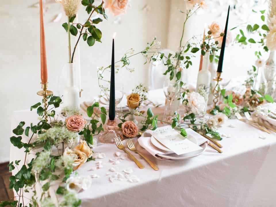 Hélène Millot - Pretty Pink Tablescape
